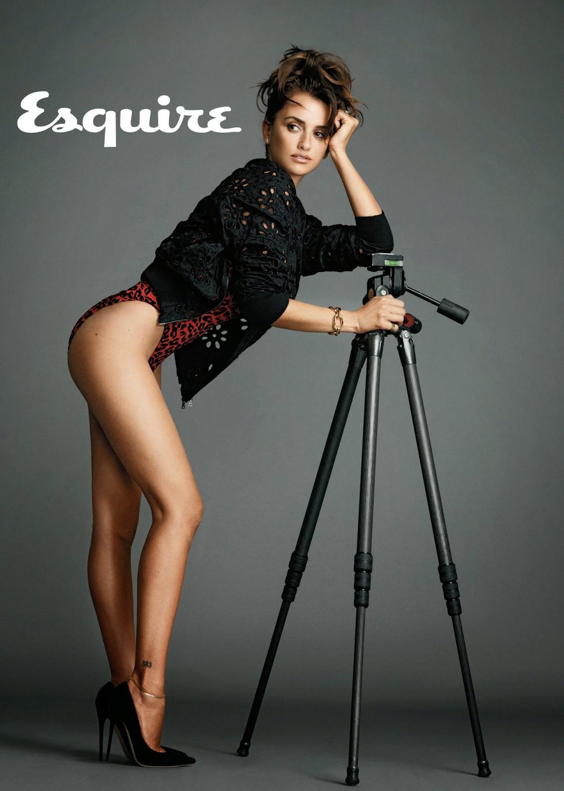 Penelope Cruz hot legs and ass