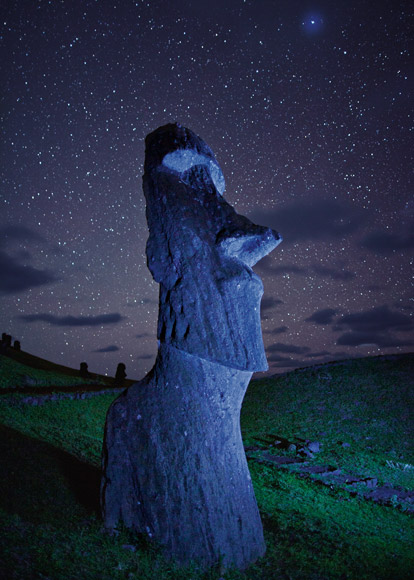 01 easter island night 670   2 :         