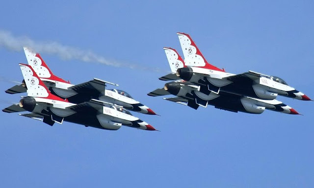 Gambar Pesawat Tempur F-16 Fighting Falcon 4 buah