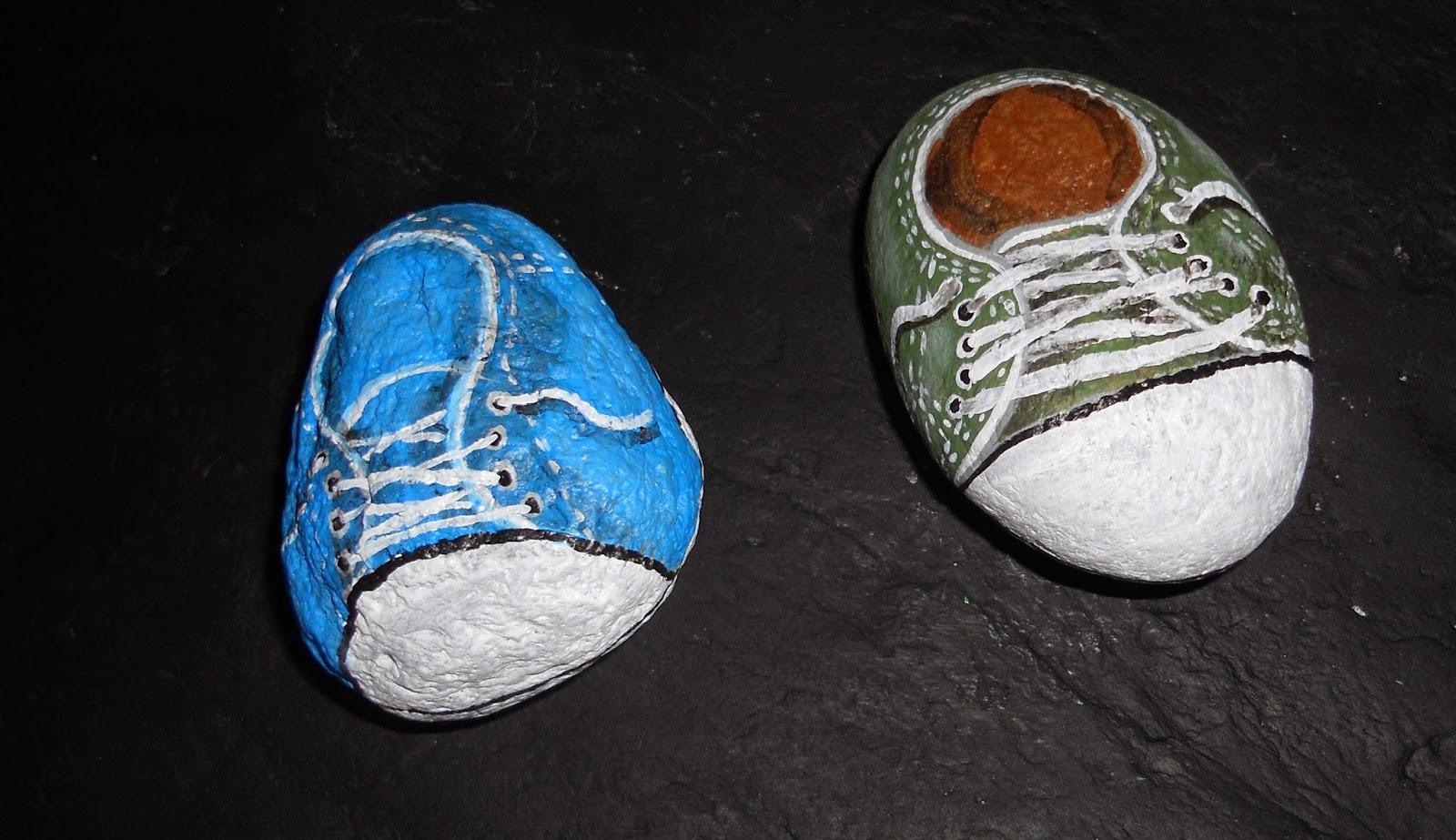 Piedras pintadas a mano: Zapatillas deportivas