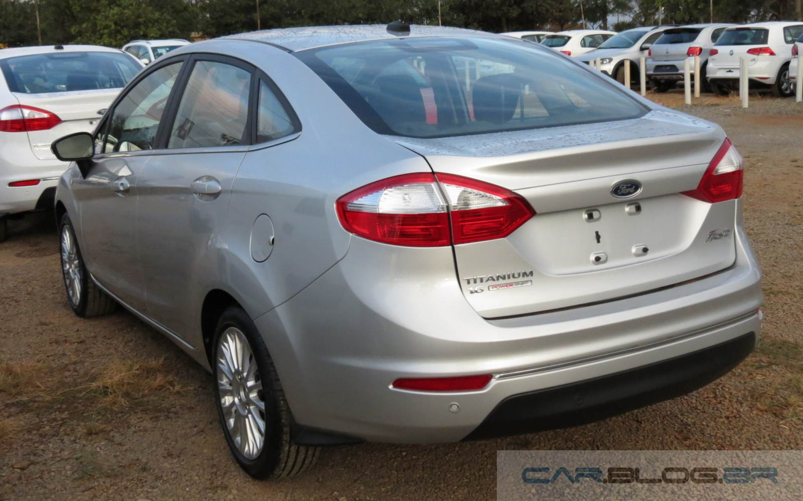 New fiesta sedan titanium at 2014 prata