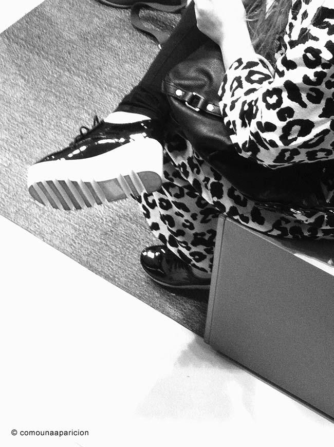 como-una-aparición-street-style-animal-prints-creepers-shoes-colombian-bloggers-moda-black-&-white-blanco-y -negro