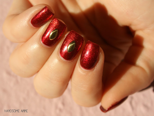 P2 - 030 Red Glamour (Gold and Crown)