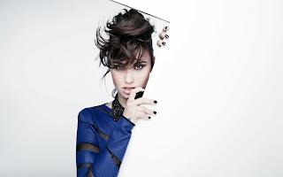 Demi Lovato Dark Make Up HD Wallpaper