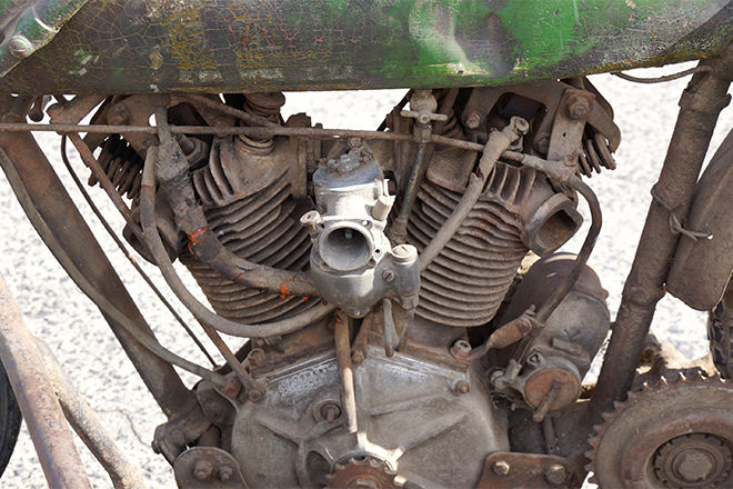 the vintagent rare harley davidson fha 8 valve racer unearthed a nice engine shot showing the primary chain oiler the ignition wires which th between the barrels and two further oil lines one presumably to the