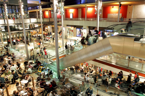 Shopping centres bcn4foreigners - La maquinista metro ...