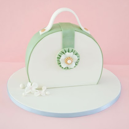 Tutorial: How to make a purse cake