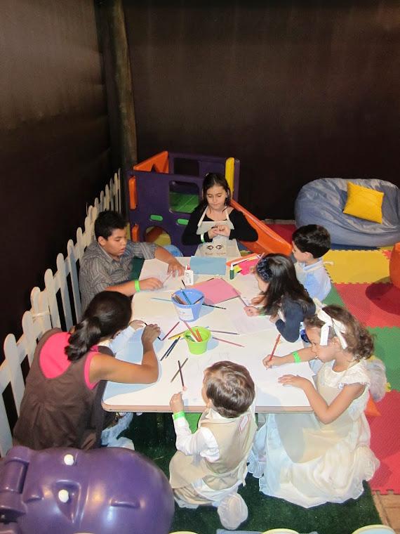 ...Realizamos oficinas diferenciadas com as crianças durante todo o evento.