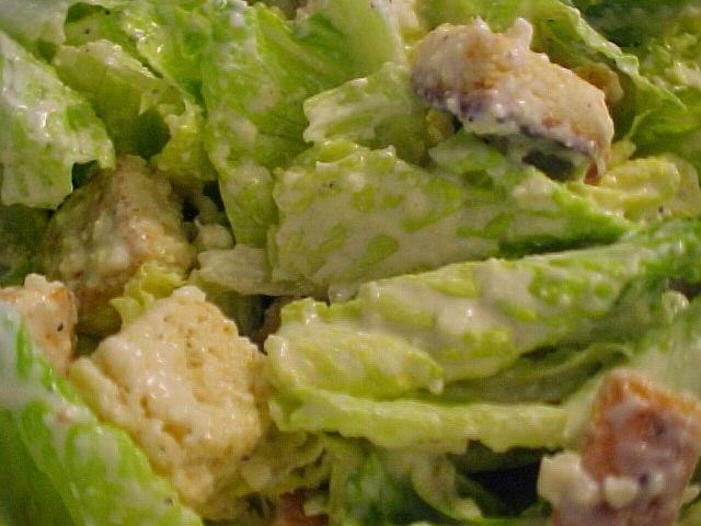 Salade césar rapide à la vinaigrette crémeuse