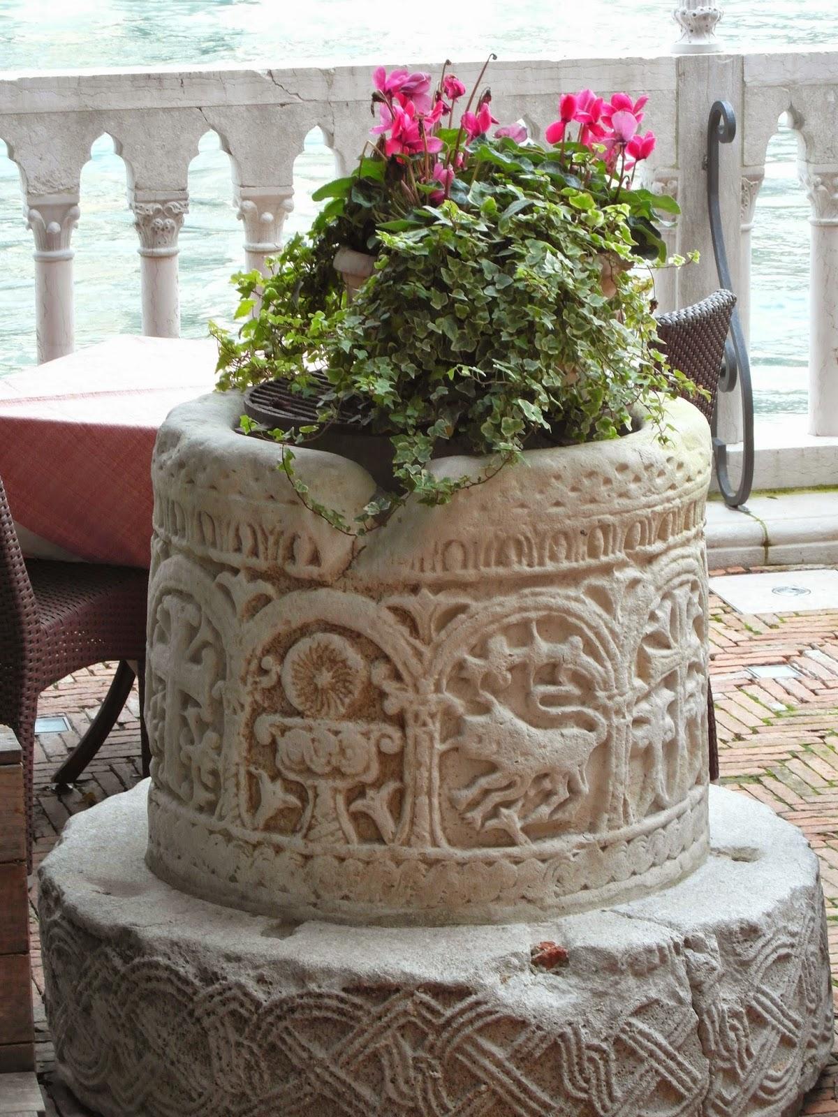 Well-head (vera da pozzo), Hotel Stern, Venice