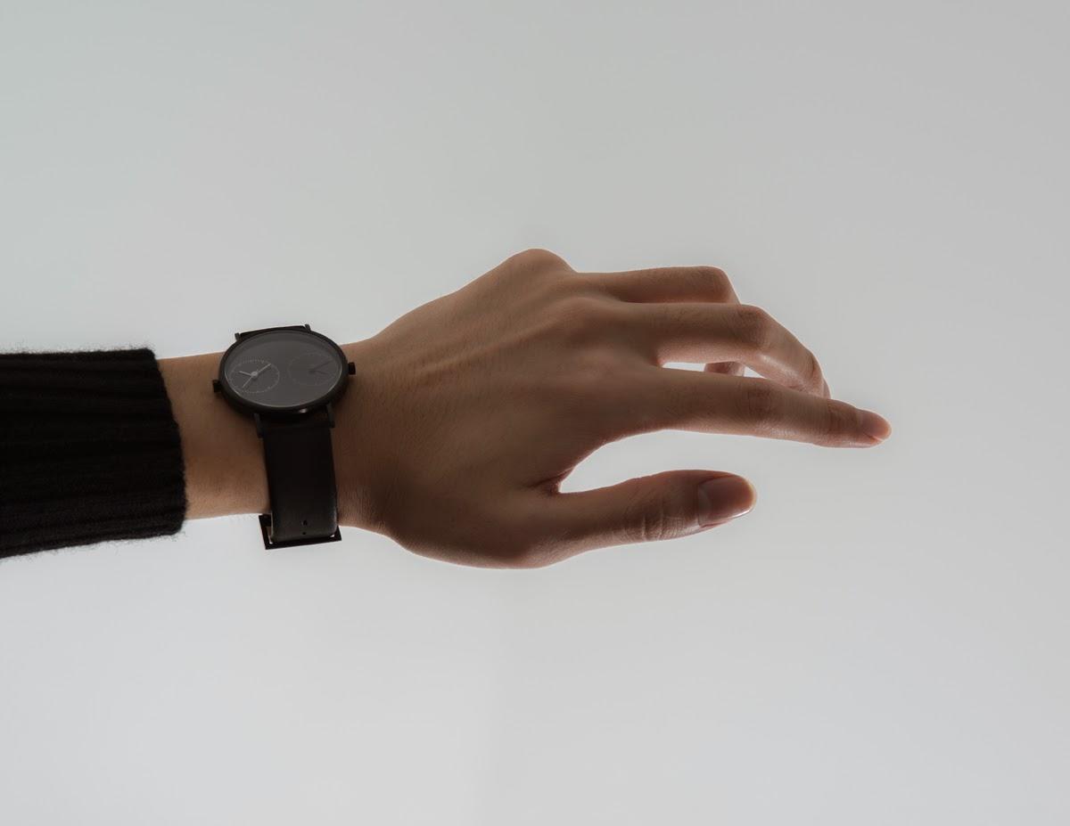 Men's Watch: Long Distance Black