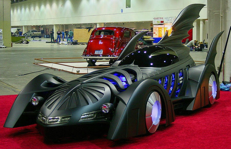 09-Batmobile-2-Bobby-Causey-Hyper-Realistic-Sculptures-www-designstack-co
