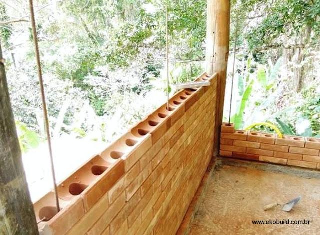 Paredes de ladrillos modulares económicos para hacer una casa en Brasil