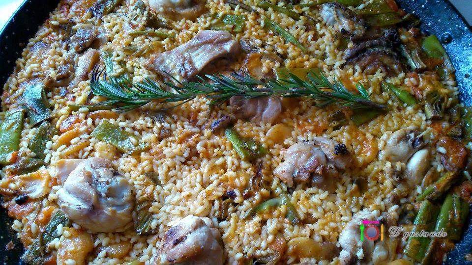 Cuando el arroz alcance el punto de cocción debe reposar tapado unos 5 minutos
