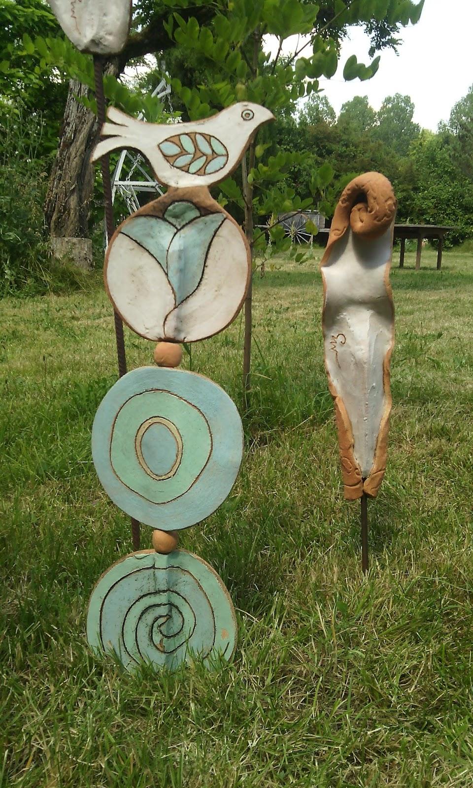 C ramique d 39 art magali mas nouveaut s po sies de jardin - Salon de jardin totem ...
