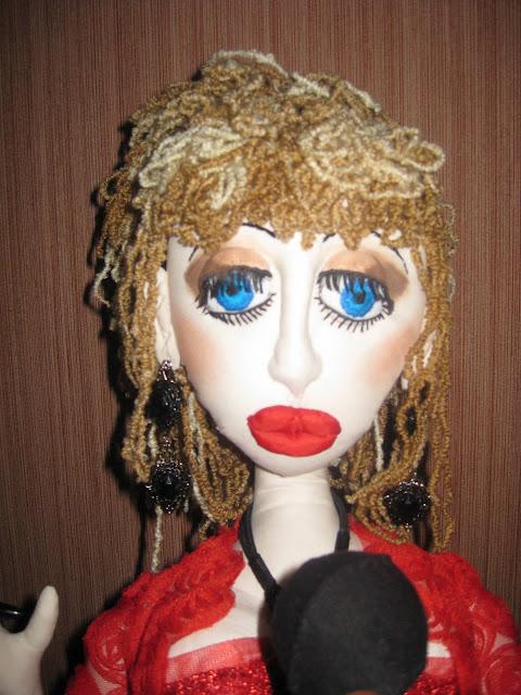 интерьерная текстильная кукла певица караоке