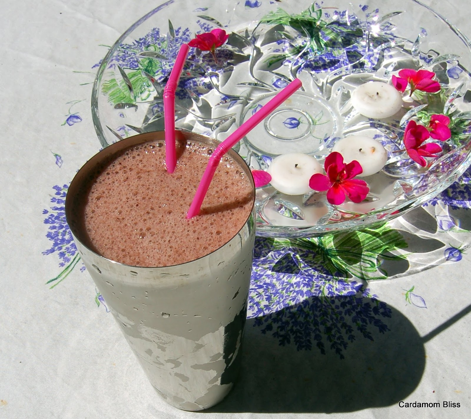 Lettuce Lassie (Greens and Berry Smoothie)