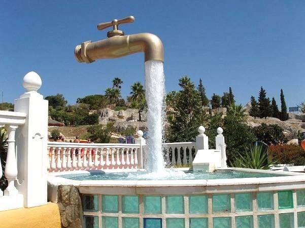ilusi Kran Air Mancur Yang Melayang Di Udara