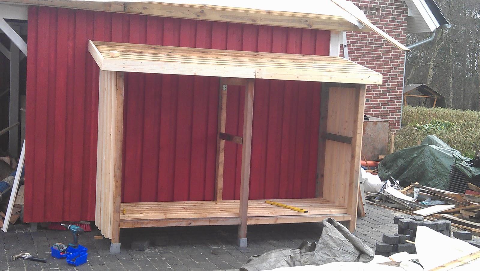 v rt lilla r da sverige hus holzlager am carport und. Black Bedroom Furniture Sets. Home Design Ideas