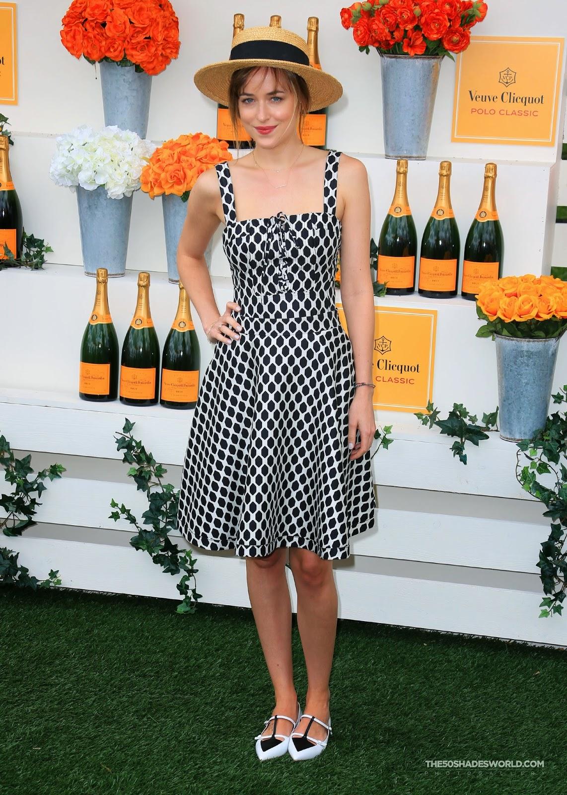 Dakota Johnson en The Seventh Annual Veuve Clicquot Polo Classic en