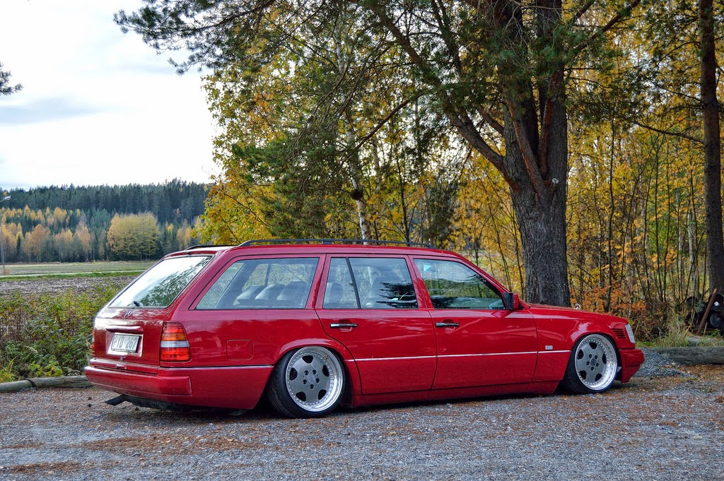 Mercedes benz s124 red stance style benztuning for Mercedes benz e500 station wagon