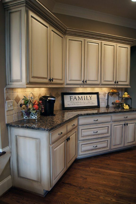 How to paint antique white kitchen cabinets step by step for Antique painting kitchen cabinets ideas