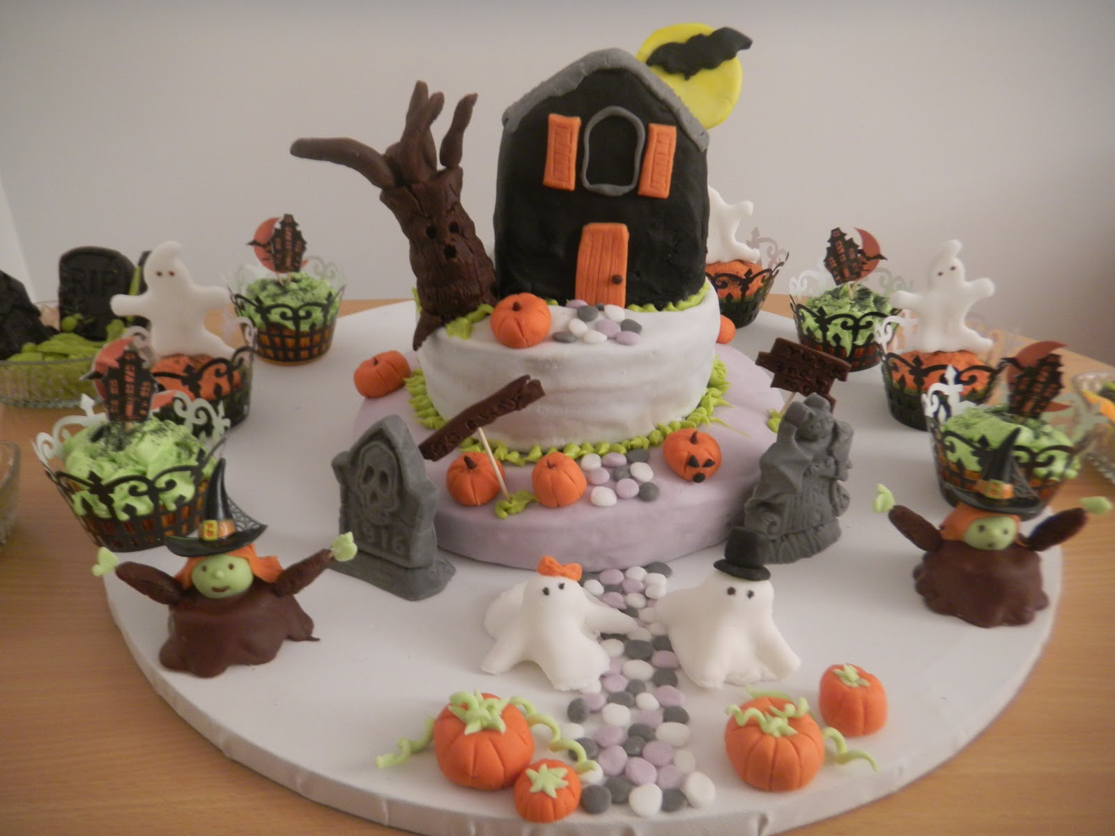 Deco halloween pate a sucre for Faire des decors en pate a sucre