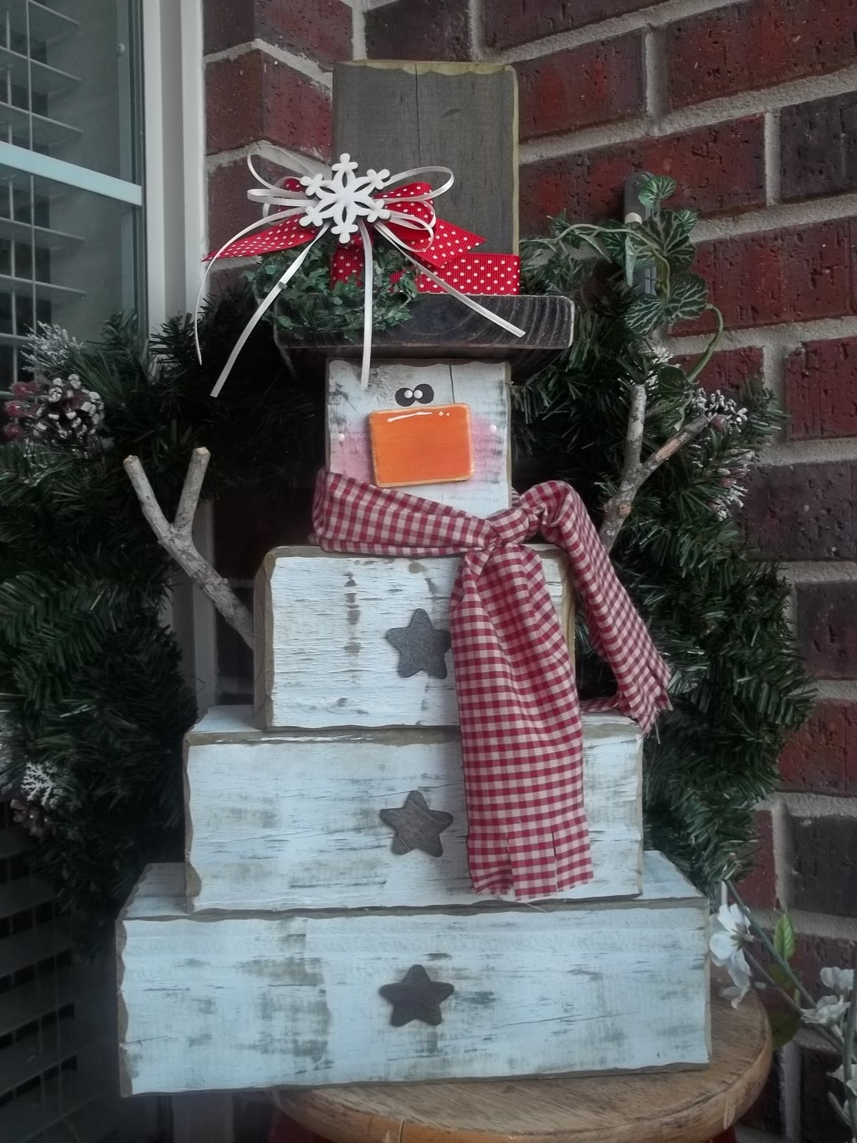 4x4 no melt snowman tutorial guest post so you think you 39 re crafty. Black Bedroom Furniture Sets. Home Design Ideas