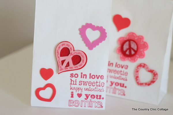 Valentine's Day Treat Bags -- handmade treat bag ideas for boys and girls all in one place.