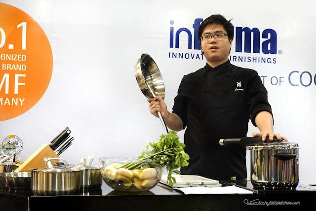 Chef John Sawarto sedang menjelaskan keunggulan dari produk WMF Preassure cooker dan WMF Pan