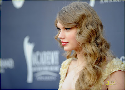 ACM Awards 2011 Red Carpet :Taylor Swift