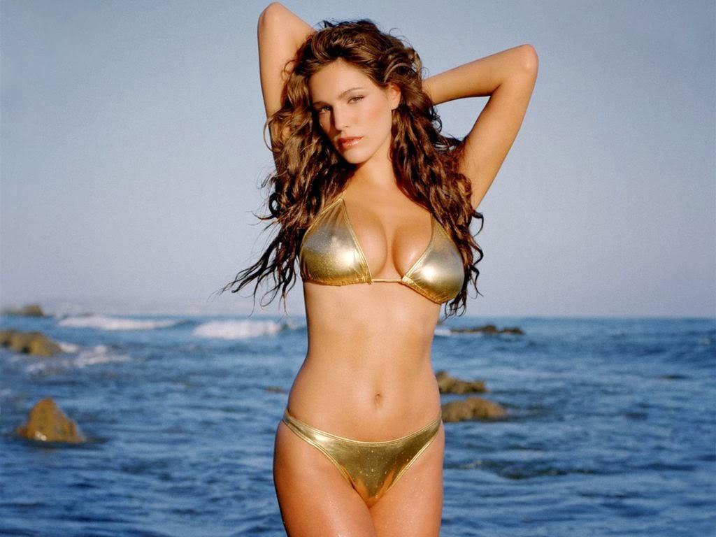 Kelly Brook Hot Model Bikini Beach