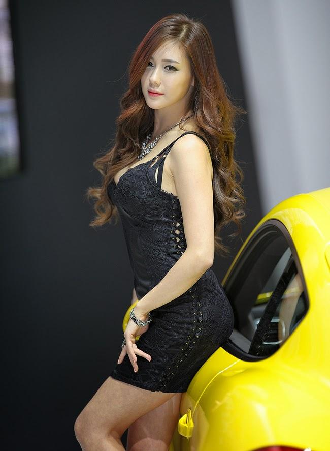 Người mẫu và xe đẹp