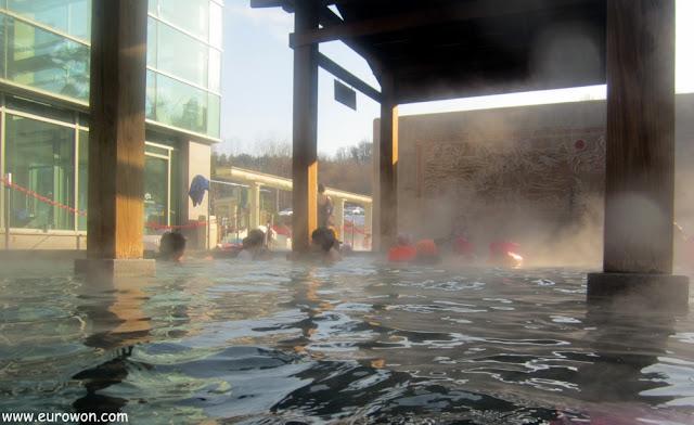 Baños calientes exteriores del balneario Termeden