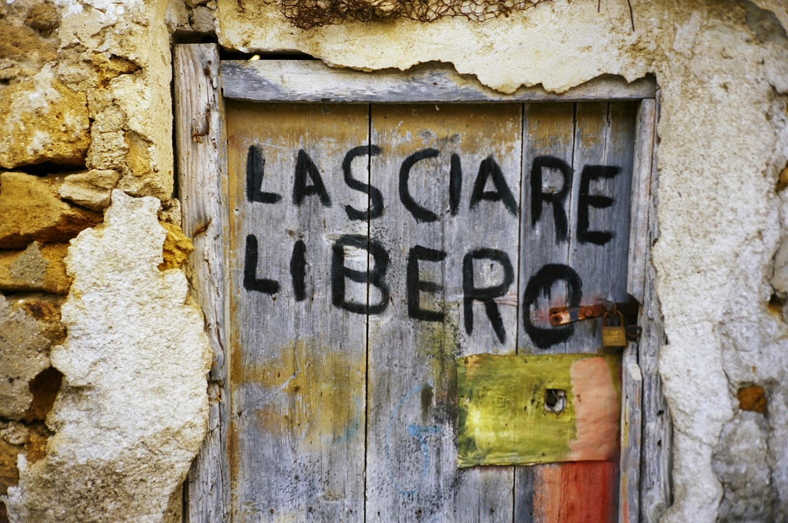 KEEP CLEAR, FREEDOM, LIBERTY, GRAFFITI, CALAMONACI, AGRIGENTO, SICILY, ITALY, LAMPEDUSA, VISUAL ATHLETICS CLUB, 100 DAYS 4 MILLION CONVERSATIONS, 2015 GENERAL ELECTION