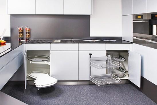Jakie wybrać rozwiązanie do narożnikowej szafki kuchennej?