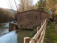 La Resclosa dels Manresans desvia l'aigua del Llobregat cap a la caseta de control del canal de la Sèquia