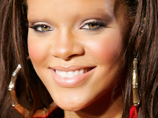 Rihanna with no eyebrows www.thebrighterwriter.blogspot.com