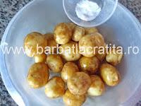 Cartofi noi la cuptor preparare reteta