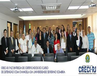 CRECI/RJ FAZ ENTREGA DE CERTIFICADO DO CURSO DE EXTENSÃO.
