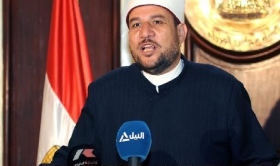 وزير الأوقاف في وادى ، ومشايخ الوزارة في وادى آخر!..
