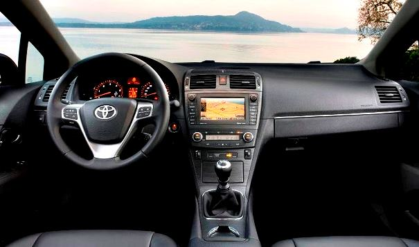 2016 Toyota Avensis Interior