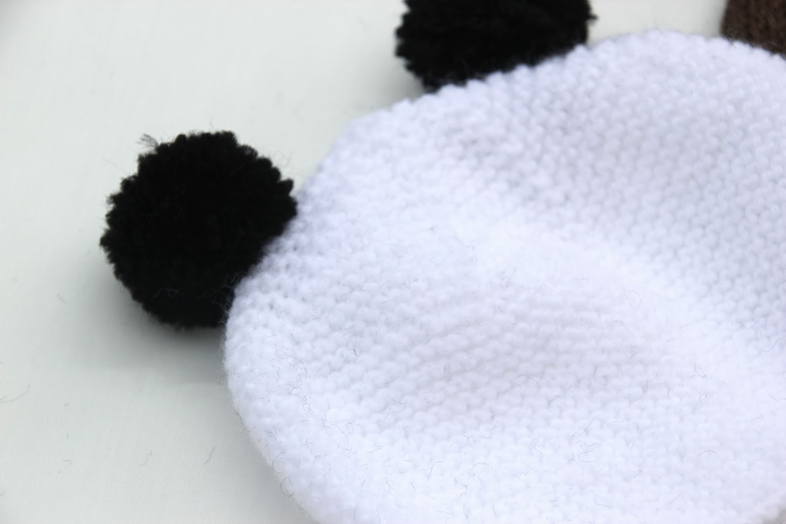 DIY Cómo hacer gorro de lana con orejas para bebe (panda)  f7cfb9ae00c