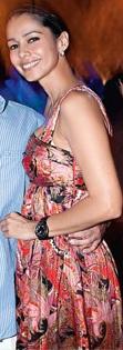 Mónica Chacón sonriendo