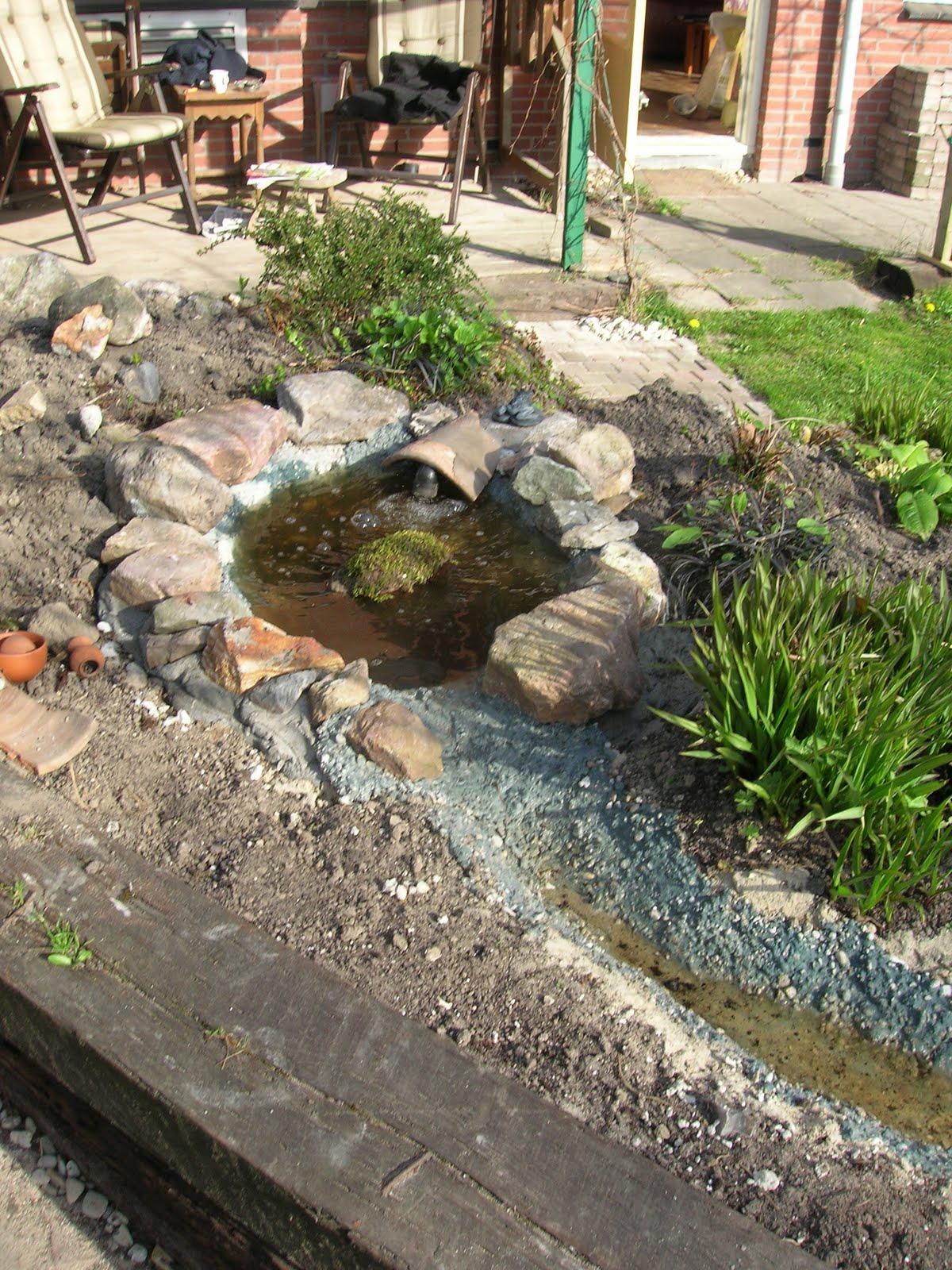 Tuin kippen visvrienden enzo aanleg van het riviertje - Maak een grind steegje ...