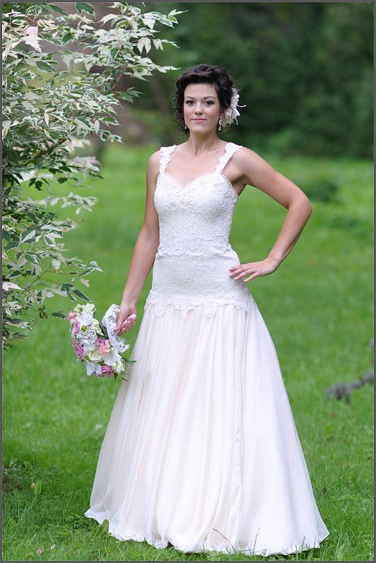 vintažinė pieno baltumo nuotakos suknelė