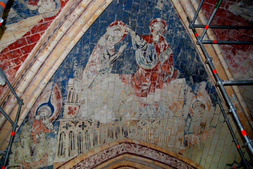 Découverte exceptionnelle de peintures murales médiévales dans la cathédrale de Poitiers