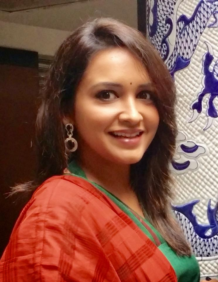 Julie bowen oops breast feeding picture