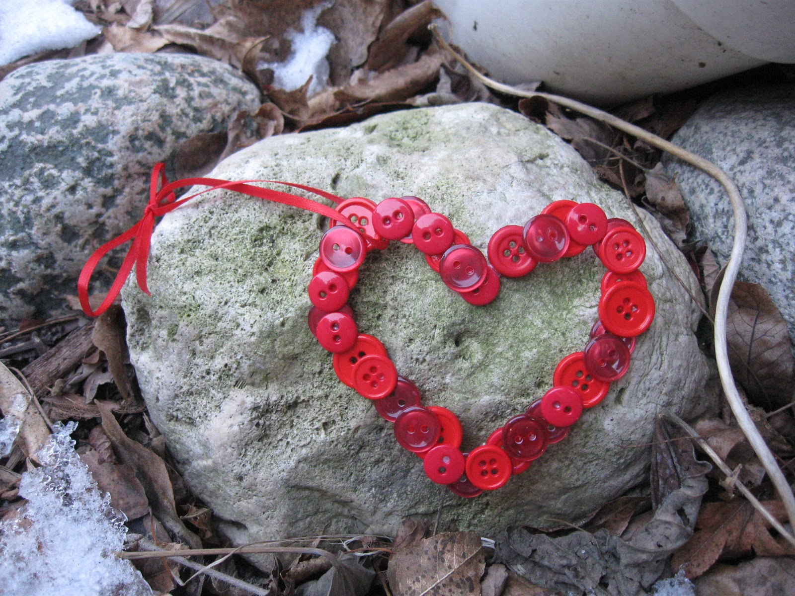 Craft klatch valentine 39 s day button heart craft tutorial for Button crafts for adults