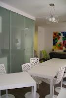 Cocina de cristal y mesa camp d´or